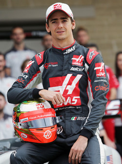 Esteban Gutierrez, Haas F1 Team at a team photograph