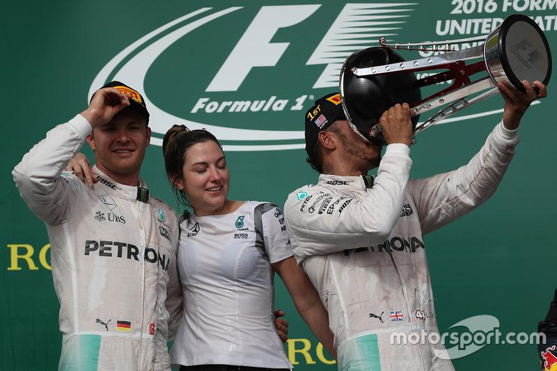 Podio: ganador de la carrera Lewis Hamilton, Mercedes AMG F1 y el segundo lugar Nico Rosberg, Mercedes AMG F1