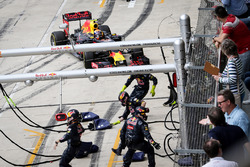 Пит-стоп, к которому команда оказалась не готова: Макс Ферстаппен, Red Bull Racing RB12