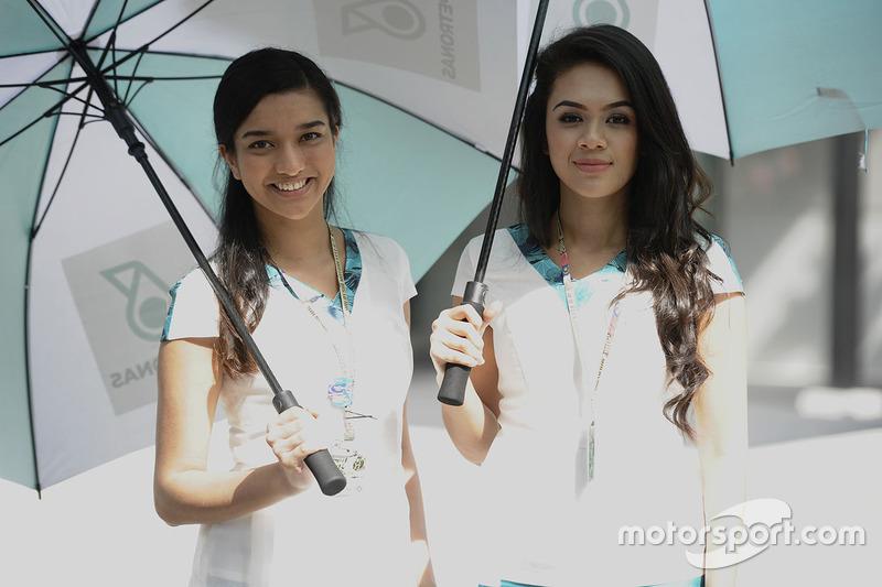 Чарівні дівчата Petronas