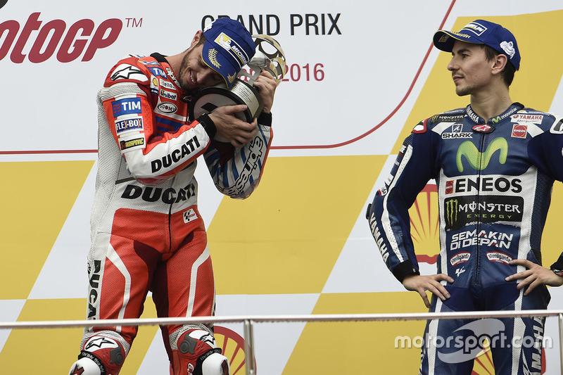 Podium: le vainqueur Andrea Dovizioso, Ducati Team