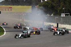 Льюис Хэмилтон, Mercedes AMG F1 W07 Hybrid, Макс Ферстаппен, Red Bull Racing RB12 и Нико Росберг, Mercedes AMG F1 W07 Hybrid
