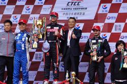 (Da sx a dx): Andy Yan, Ford Focus; Rob Huff, BAIC Senova, Alex Fontana, Kia K3
