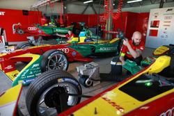 Гараж ABT Schaeffler Audi Sport Team