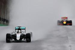 Lewis Hamilton, Mercedes AMG F1 W07 Hybrid, Max Verstappen, Red Bull Racing RB12