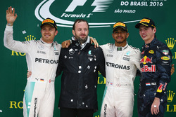Podium: Nico Rosberg, Mercedes AMG F1, segundo; Lewis Hamilton, Mercedes AMG F1, ganador; Max Verstappen, Red Bull Racing, tercero