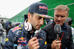 Daniel Ricciardo, Red Bull Racing habla con David Coulthard