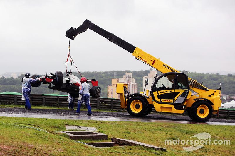 Перед стартом Гран При Бразилии пошел дождь, и Ромен Грожан не смог даже добраться до стартовой решетки
