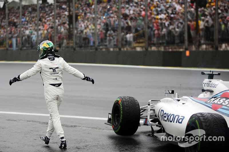 Felipe Massa, Williams FW38 saluda a los aficionados