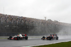 Esteban Gutierrez, Haas F1 Team VF-16, Daniil Kvyat, Scuderia Toro Rosso STR11