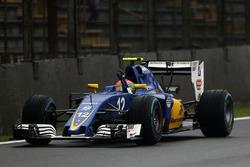 Felipe Nasr, Sauber C35, célèbre sa neuvième place à la fin de la course