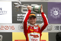 Podyum: 2. Felix Rosenqvist, SJM Theodore Racing by Prema Dallara Mercedes