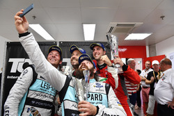 Selfie with Stefano Comini, Leopard Racing, Volkswagen Golf GTI TCR; Jean-Karl Vernay, Leopard Racing, Volkswagen Golf GTI TCR; Tiago Monteiro, West Coast Racing, Honda Civic TCR; Pepe Oriola, Craft Bamboo Racing, SEAT León SEQ