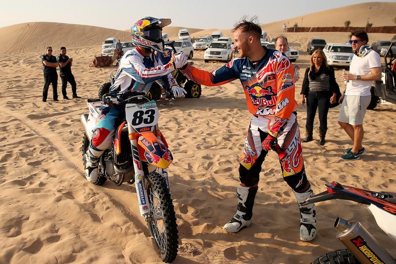 Daniel Ricciardo, Red Bull Racing y Sam Sunderland toman parte