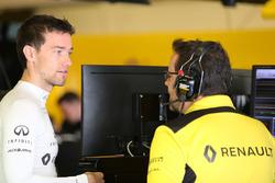 Джолион Палмер, Renault Sport F1, и Жюльен Симон-Шотам, гоночный инженер Renault Sport F1