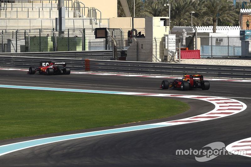 Kimi Raikkonen, Ferrari y Daniel Ricciardo, Red Bull Racing con las nuevas Pirelli 2017