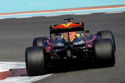 Max Verstappen, Red Bull Racing, prova le Pirelli 2017