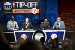 Basketball-Legende Shaquille O'Neal mit Sportscaster Ernie Johnson Jr.; Kenny Smith und Charles Barkley