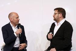 Toby Moody und Paul Hembery, Pirelli, Motorsportchef