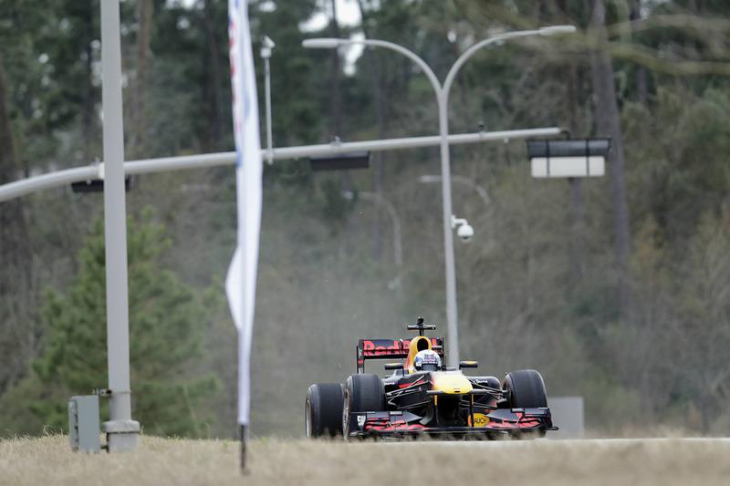 Daniel Ricciardo scheurt een rondje met de RB7