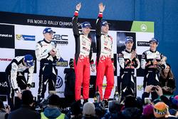Podium : les vainqueurs Jari-Matti Latvala, Miikka Anttila, Toyota Racing, les deuxièmes, Ott Tänak, Martin Järveoja, M-Sport, les troisièmes, Sébastien Ogier, Julien Ingrassia, M-Sport