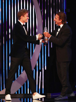 Nico Rosberg receives the award from Emerson Fittipaldi