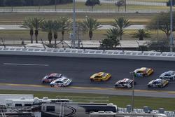 Kontakt zwischen Denny Hamlin, Joe Gibbs Racing, Toyota; Brad Keselowski, Team Penske, Ford