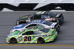 Matt Kenseth, Joe Gibbs Racing Toyota, Alex Bowman, Hendrick Motorsports Chevrolet