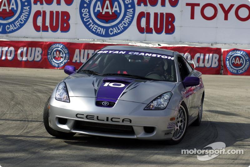 Celebrity race practice: Bryan Cranston