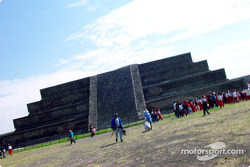 Visit at Teotihuacan pyramids: Outside of the temple