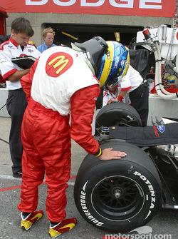 Sébastien Bourdais checks tires
