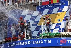 Podium: Champagner für Sieger Jorge Lorenzo, 2. Andrea Dovizioso, 3. Casey Stoner