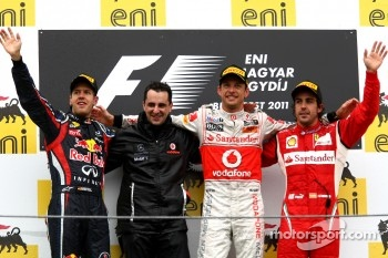 Podium: race winner Jenson Button, McLaren Mercedes, second place Sebastian Vettel, Red Bull Racing, third place Fernando Alonso, Scuderia Ferrari