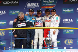 Franz Engstler, BMW 320 TC, Liqui Moly Team Engstler race winner, Alain Menu, Chevrolet Cruze 1.6T, Chevrolet 2nd position, Gabriele Tarquini, Seat Leon 2.0 TDI, Lukoil - Sunred 3rd position, Stefano D'Aste, BMW 320 TC, Wiechers-Sport 1st position Yokoham