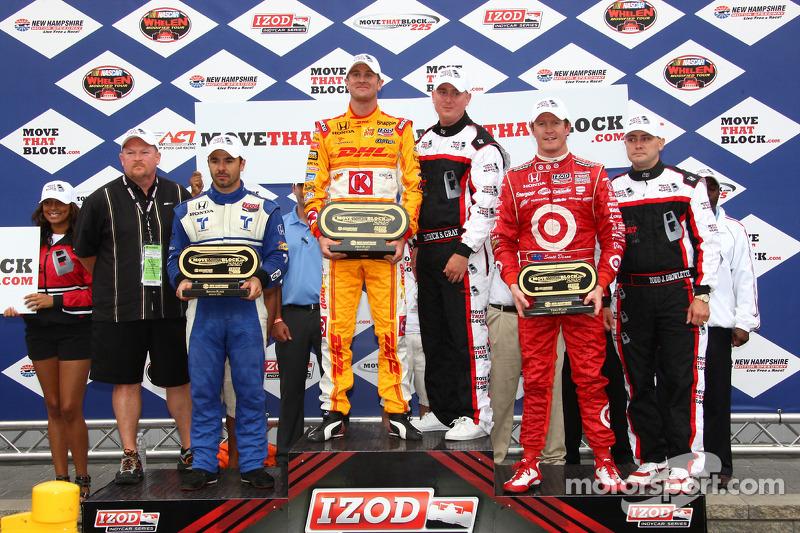 Podium: race winner Ryan Hunter-Reay, Andretti Autosport, second place Oriol Servia, Newman/Haas Racing, third place Scott Dixon, Target Chip Ganassi Racing