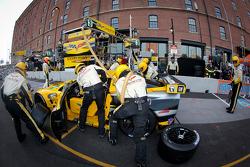 Pit stop for #3 Corvette Racing Chevrolet Corvette C6 ZR1: Olivier Beretta, Tom Milner