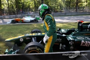Heikki Kovalainen, Team Lotus stops on track