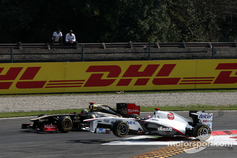 Bruno Senna, Lotus Renault GP and Kamui Kobayashi, Sauber F1 Team