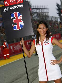 Chica de la parrilla para Lewis Hamilton, McLaren Mercedes