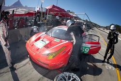 Pitstop #59 Luxury Racing Ferrari F458 Italia: Stéphane Ortelli, Frederic Makowiecki, Anthony Beltoise