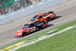 Tony Stewart, Stewart-Haas Racing Chevrolet and Jamie McMurray, Earnhardt Ganassi Racing Chevrolet