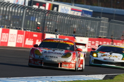 #26 Verity TAISAN Porsche: Hidedshi Matsuda, Kyosuke Mineo