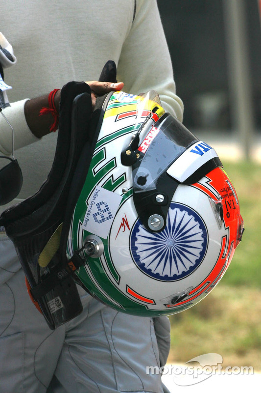Helmet of Narain Karthikeyan, HRT Formula One Team