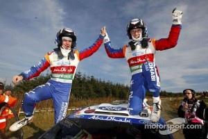 Rally winners Jari-Matti Latvala and Miikka Anttila, Ford Fiesta RS WRC, BP Ford Abu Dhabi World Rally Team