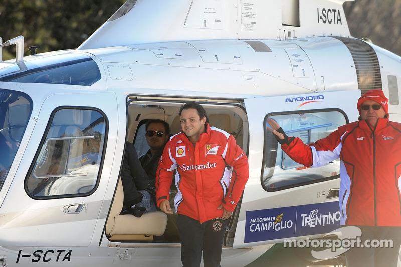 Felipe Massa arriveert per helicopter