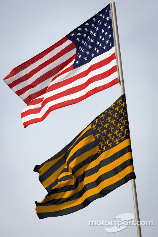 Amerikaanse vlag op Krohn Racing transporter