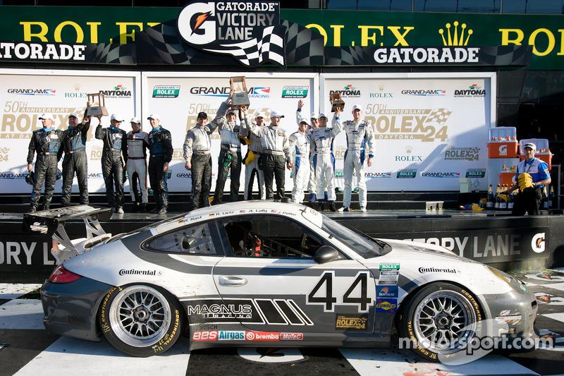GT podium: winnaars klasse Andy Lally, Richard Lietz, John Potter, Rene Rast, second place Steven Be