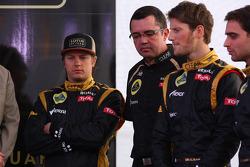 Kimi Raikkonen, Lotus Renault F1 Team with Eric Boullier, Team Principal, Lotus Renault F1 Team and Romain Grosjean, Lotus Renault F1 Team