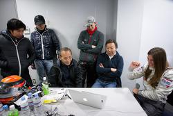 Cyndie Allemann analyzes the in-board video and data with Ryoji Hitotsuyama, Mikio Hitotsuyama, Tomonobu Fujii, Akihiro Tsuzuki and Michael Kim
