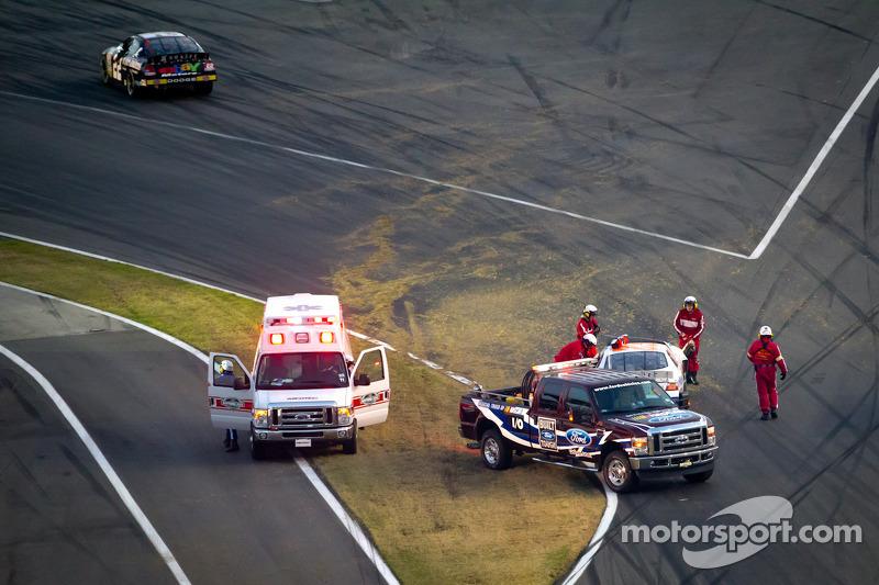 Safety crew bij crash aan de finish